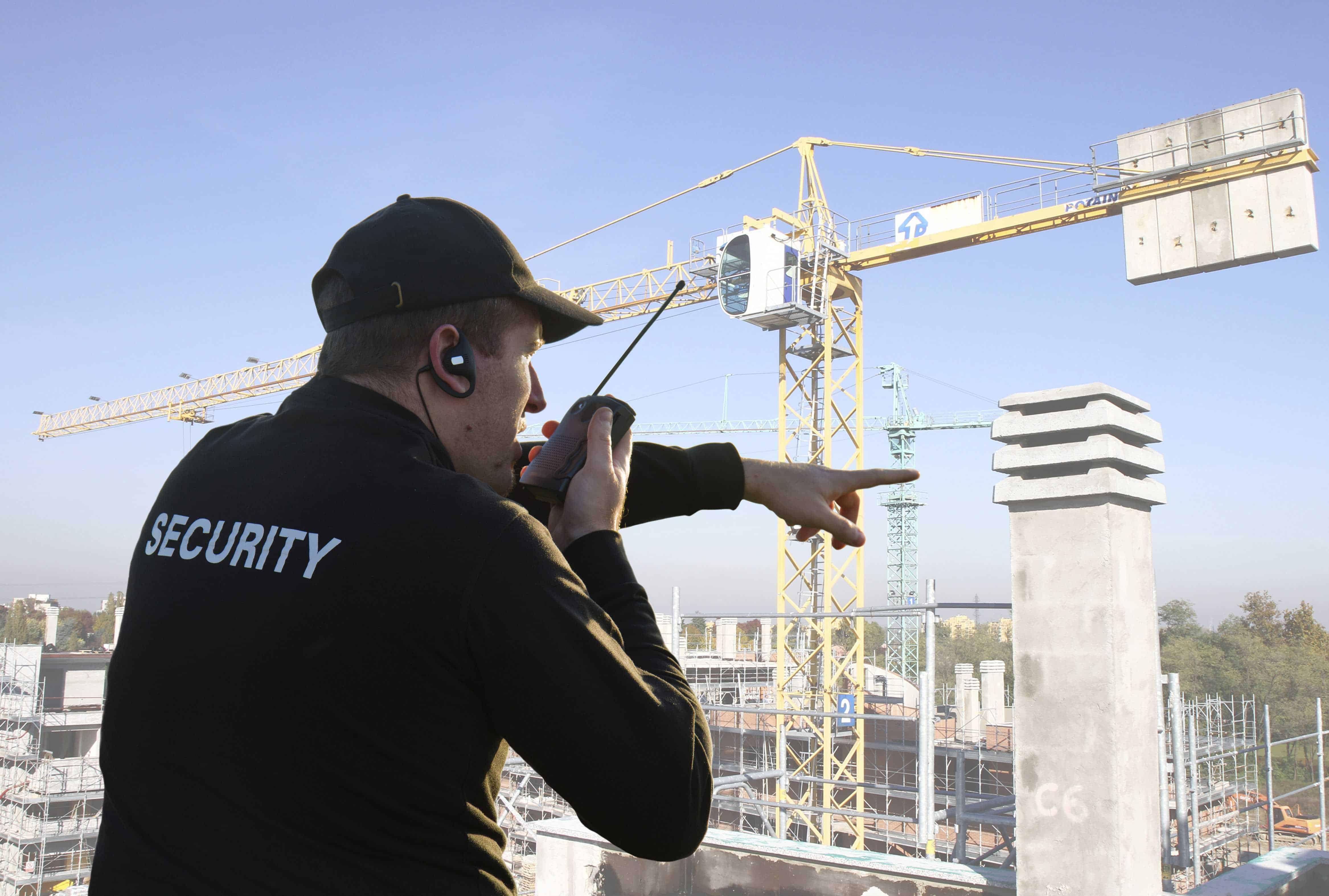 Beveiliger op een bouwplaats